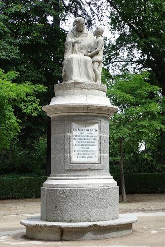 O monge espanhol Pedro Ponce de León é considerado um dos pioneiros na educação de surdos, tendo iniciado o ensino de surdos no século XVI.[1]