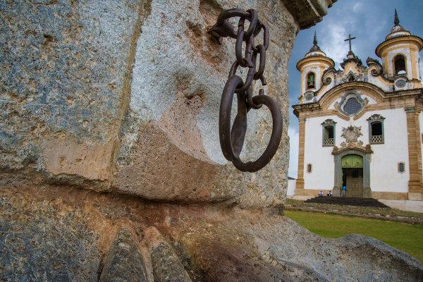 Pelourinho, lugar em que eram aplicados castigos físicos nos negros escravizados, localizado na cidade de Mariana-MG. [1]