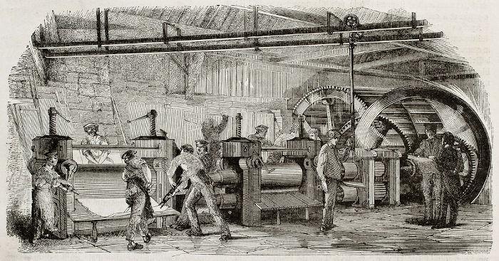Proletários em uma antiga fundição de ferro francesa.
