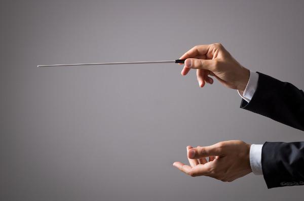 Da mesma forma que o maestro rege a orquestra, a sintaxe de regência rege as relações de dependência dos elementos da oração.