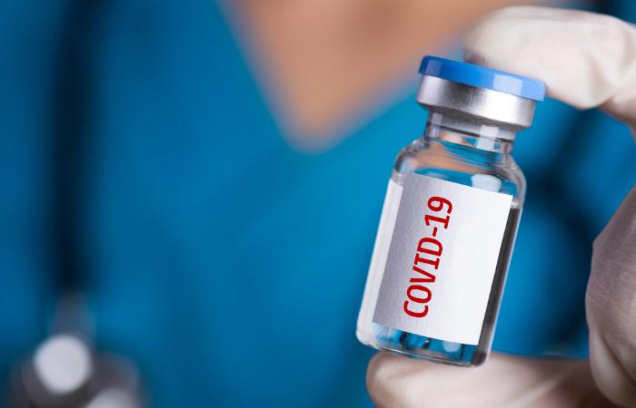 Recentemente a mielite transversa apareceu na mídia sendo associada a uma possível reação adversa a uma vacina contra COVID-19 em desenvolvimento.