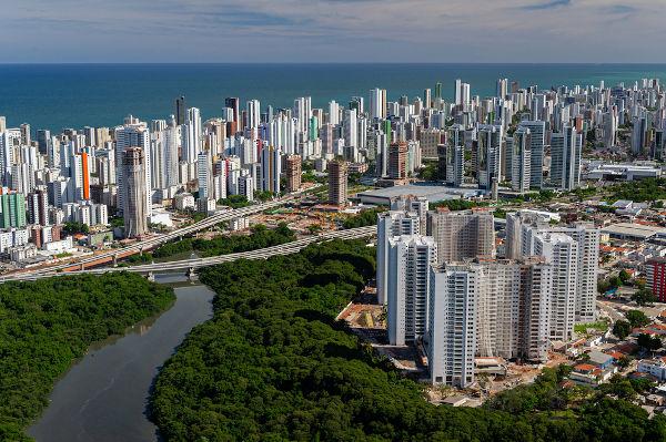 A cidade de Recife foi onde surgiu o movimento de renovação cultural chamado Mangue Beat. [1]