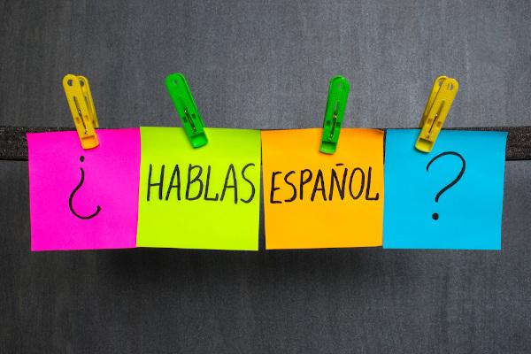 Ven a aprender cómo usar los adjetivos en español. ¡Es fácil!