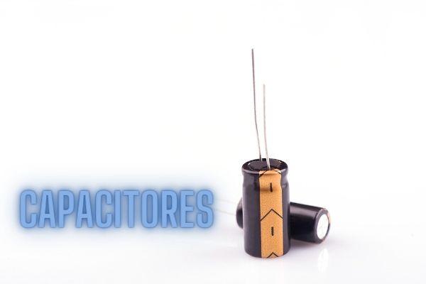 Capacitores, também conhecidos como acumuladores, têm como principal função o acúmulo de cargas elétricas.