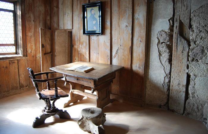 Castelo de Wartburg, local onde Lutero se escondeu após ser declarado um herege pela Dieta de Worms. Aqui ele traduziu a Bíblia para o alemão.
