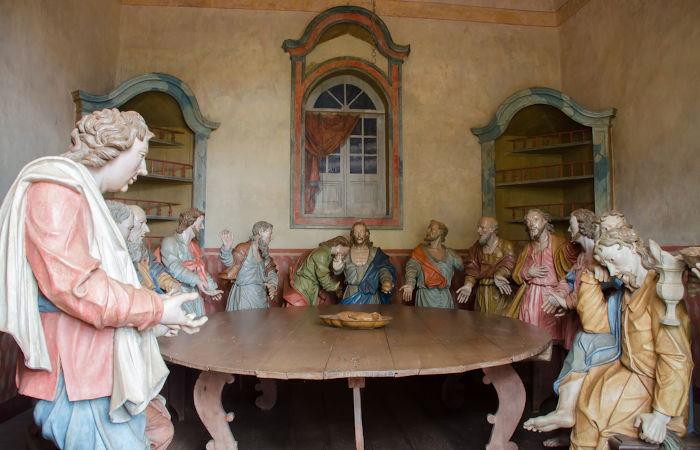 """""""A última ceia"""" reproduzida por Aleijadinho no Santuário do Bom Jesus de Matosinhos.[1]"""