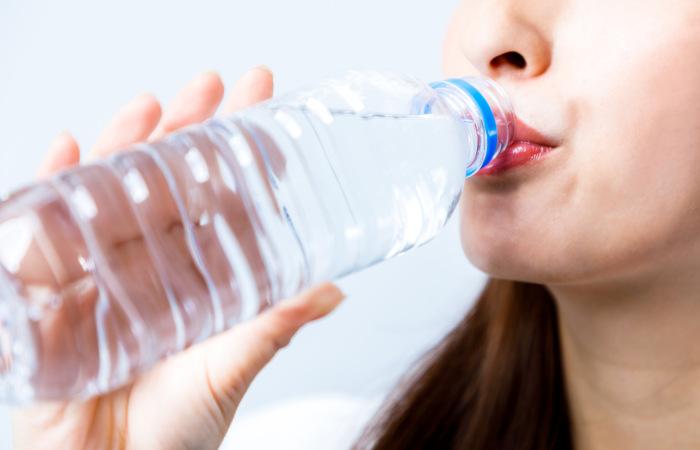 A hidratação é fundamental para evitar a hipertermia.