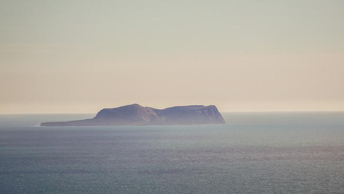 A ilha de Surtsey é a ilha mais nova do planeta.