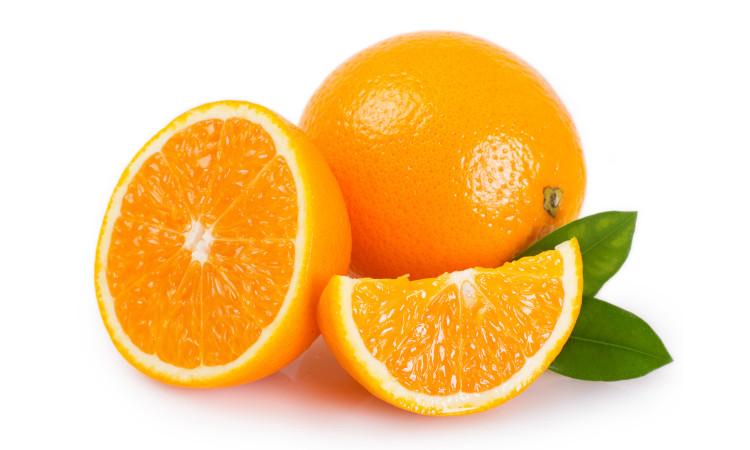 A laranja é uma fruta rica em vitamina C.