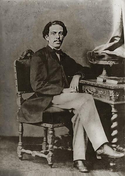 Machado de Assis, em 1864, com 25 anos de idade.