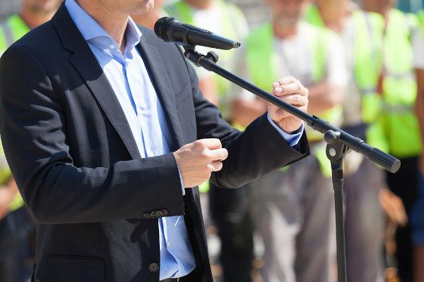O prefeito representa o Executivo municipal e tem como função coordenar a gestão da cidade.