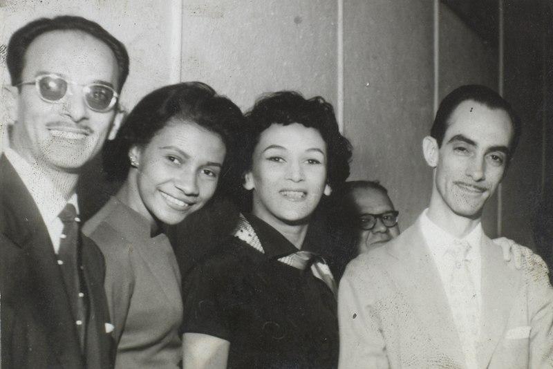 Da esquerda para a direita: Raphael de Almeida (de óculos), Ellen de Lima, Zezé Gonzaga e Dias Gomes, em 1958.  1 