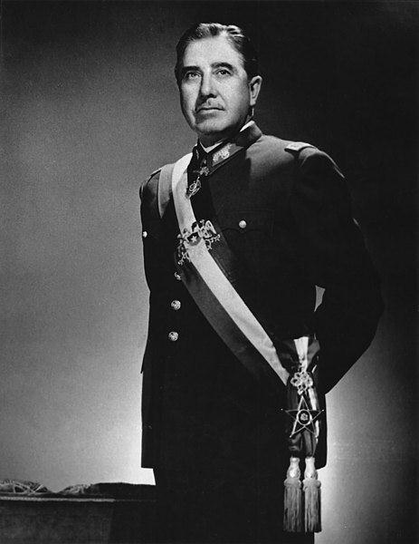 Augusto Pinochet governou o Chile de 1973 até 1989 de forma autoritária, perseguindo seus opositores. [2]
