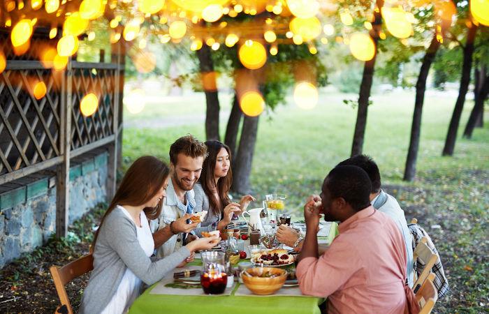 No Dia de Ação de Graças, familiares e amigos se reúnem para demonstrar sua gratidão por tudo que possuem.