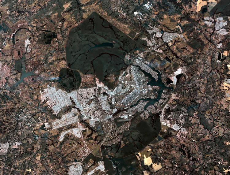 Imagem aérea da cidade de Brasília produzida pelo satélite Landsat. Essa tecnologia é uma das principais aliadas da cartografia contemporânea.