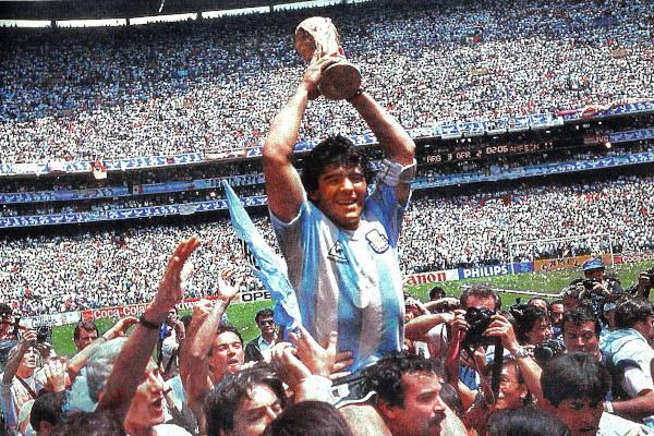 Maradona é idolatrado pelos amantes do futebol argentino. [1]