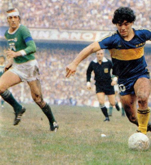 Boca Juniors era o time do coração do craque, que teve duas passagens nele. [3]