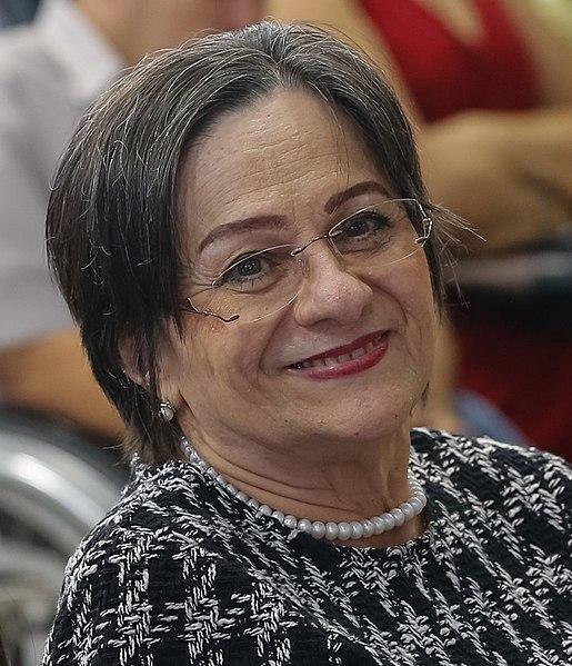 Maria da Penha foi vítima sistemática de violência. O agressor, seu ex-marido, tentou matá-la duas vezes. [1]