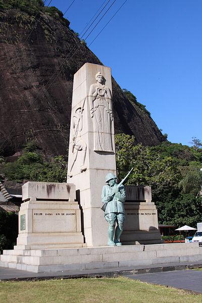 Monumento em homenagem aos soldados mortos durante a Intentona Comunista, na Praia Vermelha, no Rio de Janeiro. [1]