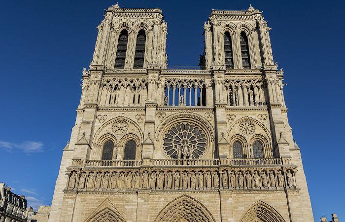 A Catedral de Notre-Dame foi o local onde aconteceu a cerimônia de coroação de Napoleão. Bonaparte.