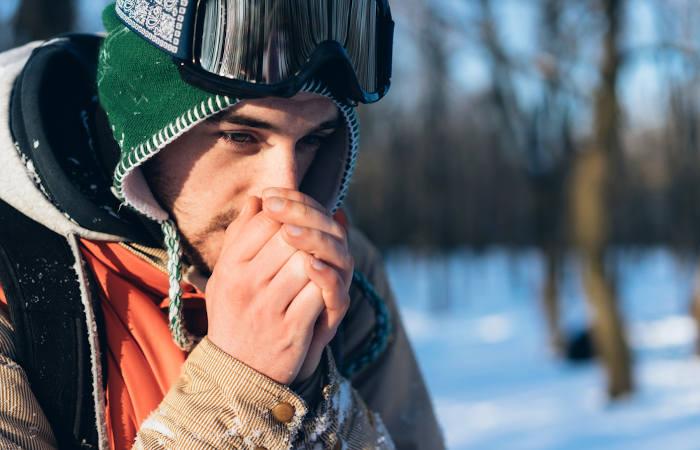 A permanência em ambientes muito frios pode levar à hipotermia.