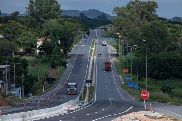 Amaior extensão de rodovias pavimentadas do país fica em Minas Gerais.[1]