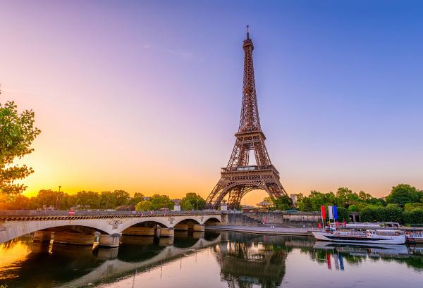 Torre Eiffel: de instalação temporária a símbolo nacional.