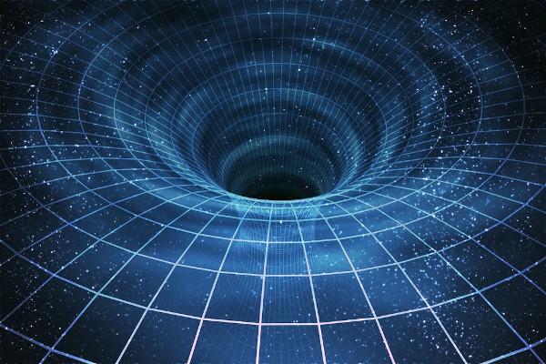 Devido à sua enorme massa, os buracos negros conseguem deformar o espaço e até mesmo o tempo.