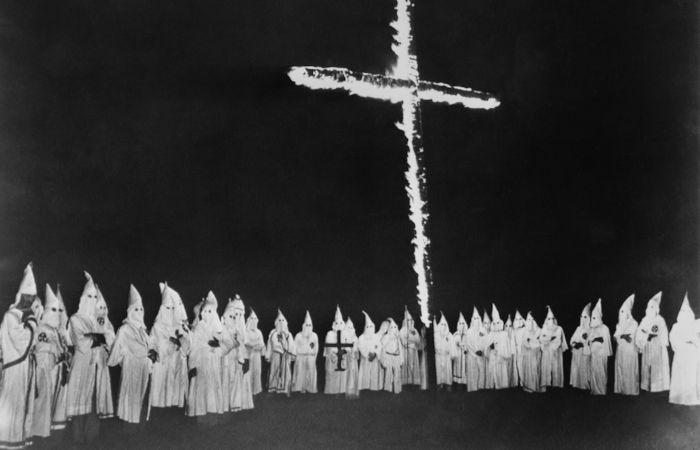 A cruz em chamas foi um símbolo que se estabeleceu na segunda fase da Ku Klux Klan.[1]