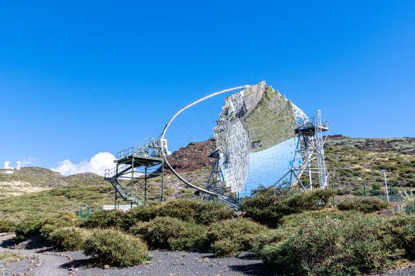 Os detectores de raios cósmicos conseguem captar a luz emitida durante a entrada dos raios cósmicos na atmosfera.