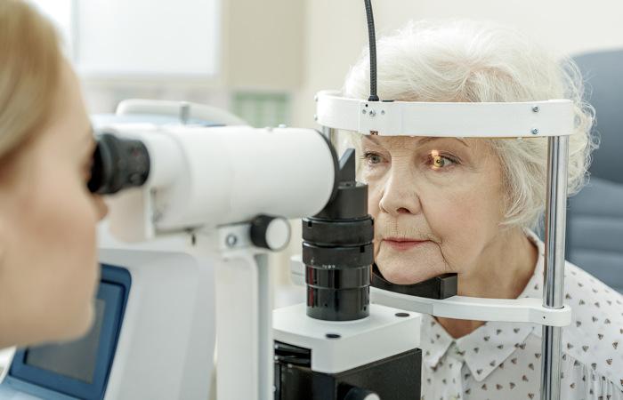 A realização de exames oftalmológicos de rotina pode auxiliar na descoberta precoce do glaucoma e no início rápido do tratamento.