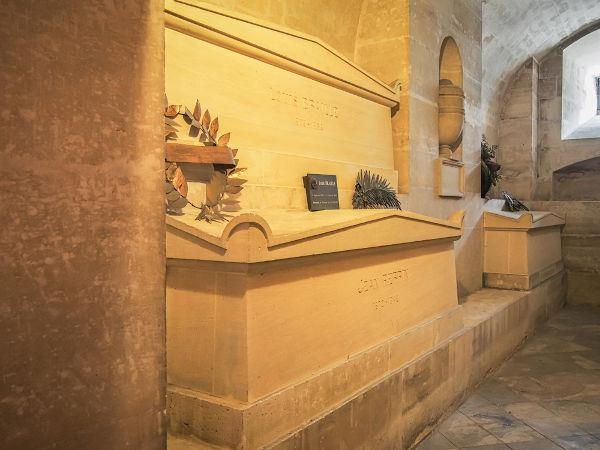 Tumba de Louis Braille, localizada no Pantheon, em Paris, França.