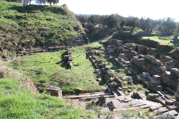 Acredita-se que a cidade de Esparta tenha sido fundada por dórios, durante o período Homérico, por volta do século X a.C.