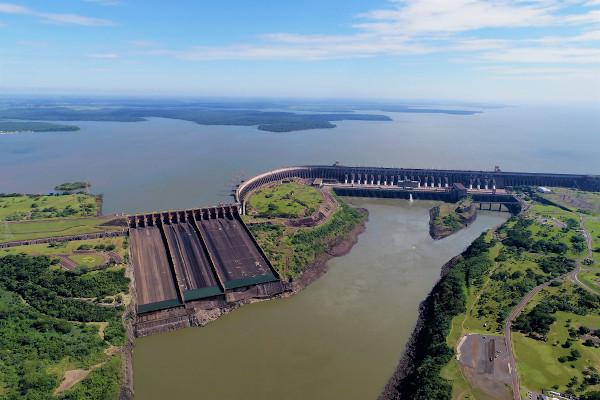 Barragem da Usina de Itaipu.