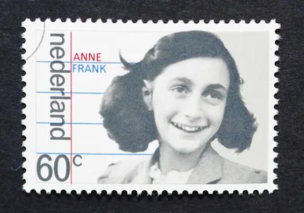 Anne Frank é lembrada em monumentos e registros oficiais tanto na Alemanha quanto na Holanda*