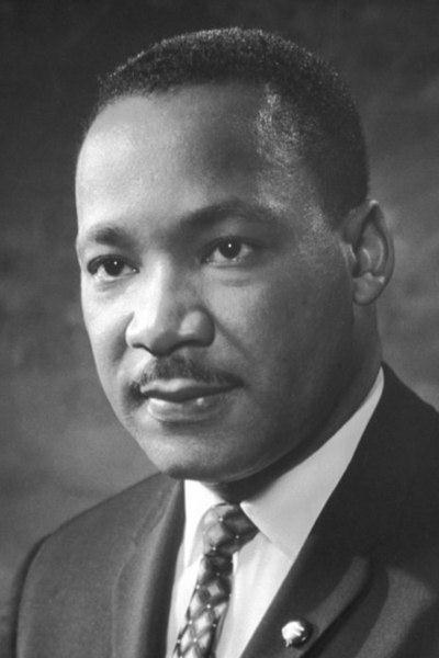 Martin Luther King foi um líder negro que teve atuação decisiva na luta contra a segregação racial nos Estados Unidos.