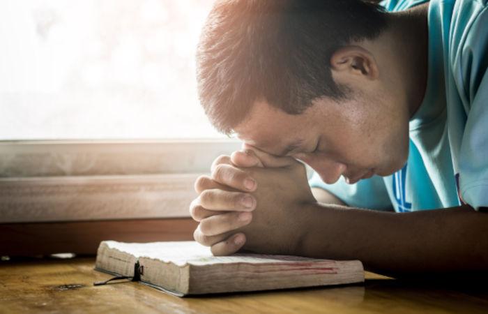 É comum, durante a Quaresma, que cristãos reforcem os seus hábitos de oração diária.