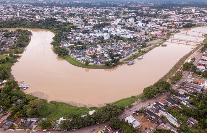 Vista aérea do Rio Acre atravessando a capital do estado, Rio Branco.