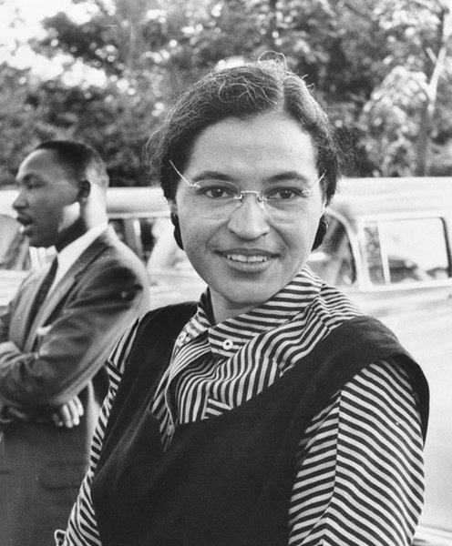 A prisão de Rosa Parks foi o principal motivador para o início da luta de Martin Luther King (ao fundo) contra a segregação racial nos Estados Unidos.