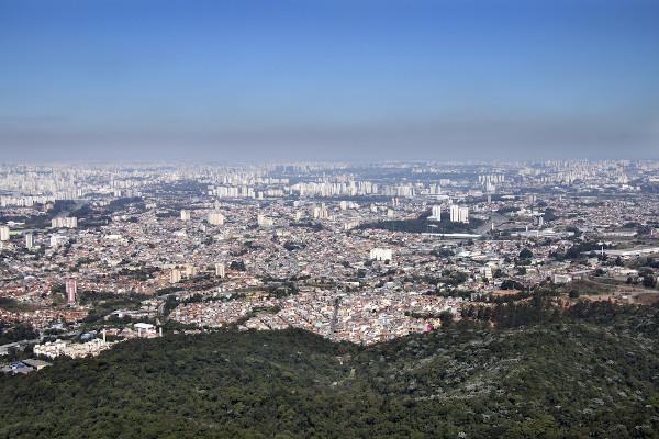 Vista da cidade de São Paulo do seu ponto mais alto, o Pico do Jaraguá.