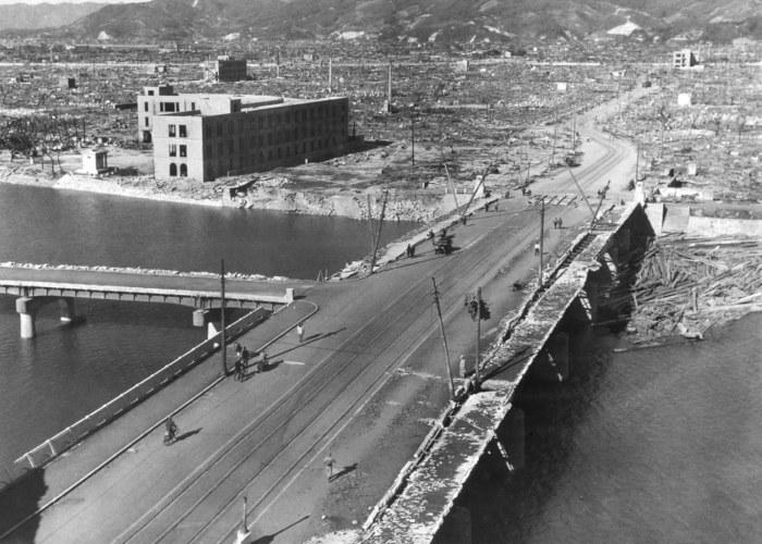 Os ataques nucleares dos Estados Unidos nas cidades japonesas de Hiroshima e Nagasaki durante a Segunda Guerra provocaram grandes perdas humanas.