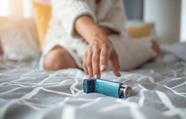 A medicação para tratamento da asma inclui broncodilatadores.