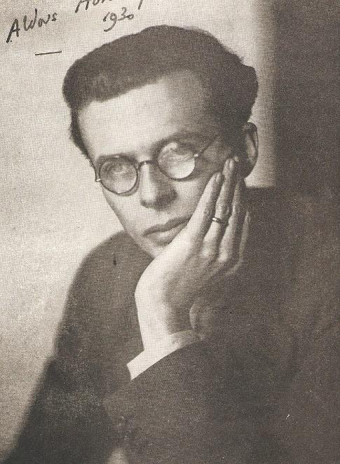 Aldous Huxley projetou, na ficção, as consequências da alienação imposta ao homem pelo capitalismo.