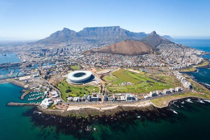 A Cidade do Cabo é um dos principais centros econômicos da África do Sul, sendo muito procurada por turistas que desejam conhecer melhor o país.