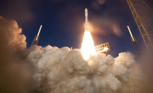 O rover Perseverance explorará a superfície de Marte.[1]