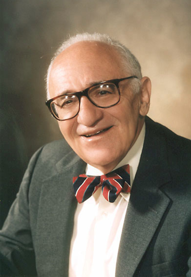 Murray Rothbard, um economista da Escola Austríaca e um dos principais teóricos do libertarianismo e do anarcocapitalismo.