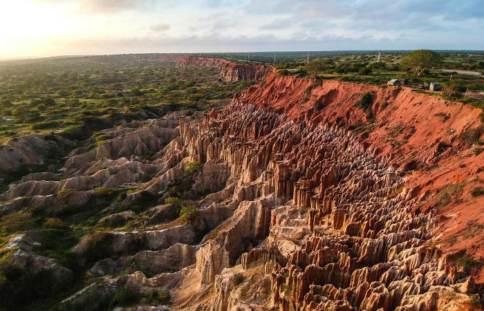 Angola possui paisagens naturais muito diversificadas em razão das suas condições geomorfológicas e climáticas.