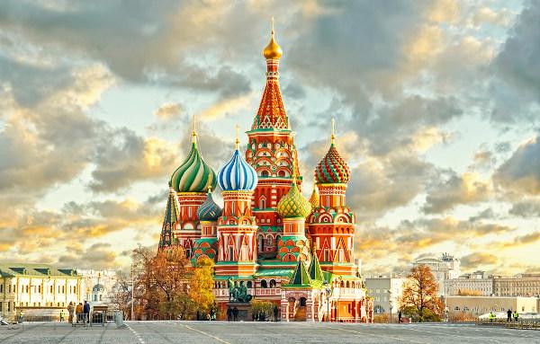 A Rússia é o país mais extenso do globo, e está localizada em dois continentes distintos, Ásia e Europa.