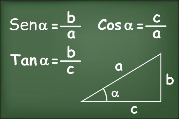 As razões trigonométricas são seno, cosseno e tangente.