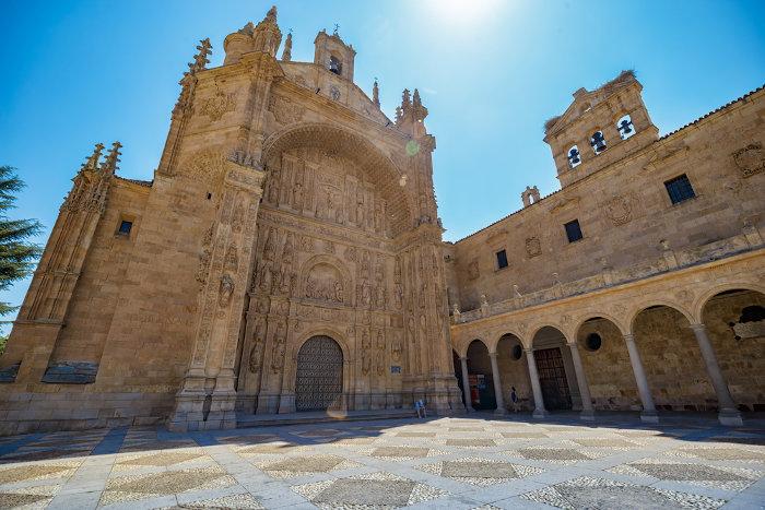 O Concílio de Trento ocorreu no Convento de Santo Estevão e marcou o início da Contrarreforma, a reação à Reforma Protestante. [2]